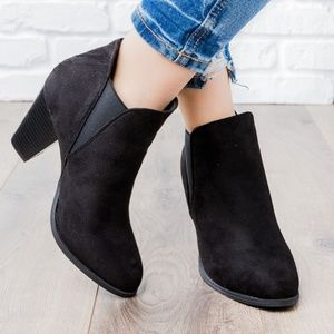 🍁 Black Faux Suede Ankle Booties - New Arrival!!!